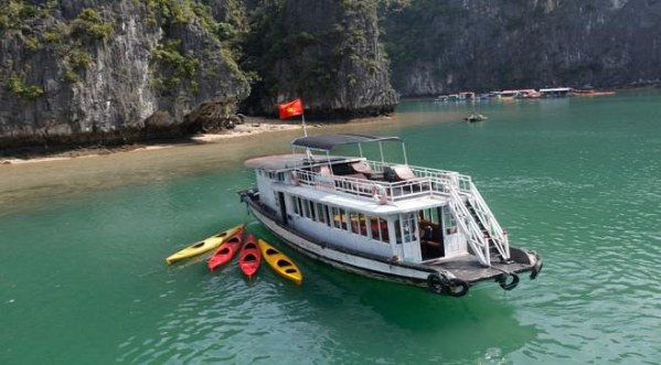 Halong One Day Boat Trip