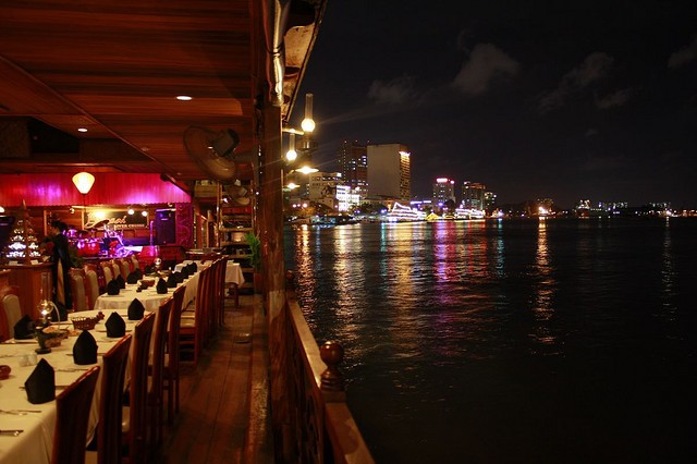 Saigon dinner cruise - Cyclo - Water puppet show (Private)