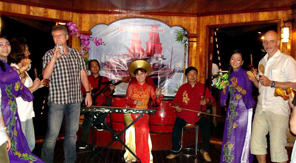 Music performance on Saigon dinner cruises junk.