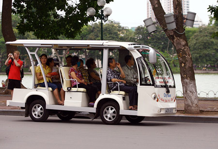 Electric car instead of cycling around Ho Tay West Lake