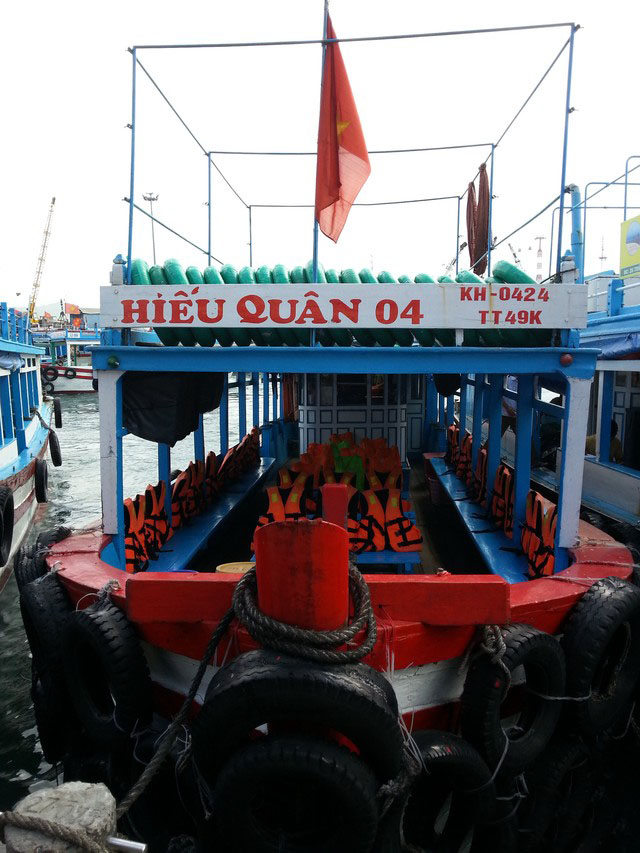 Boat used for Nha Trang snorkeling tour 1 day