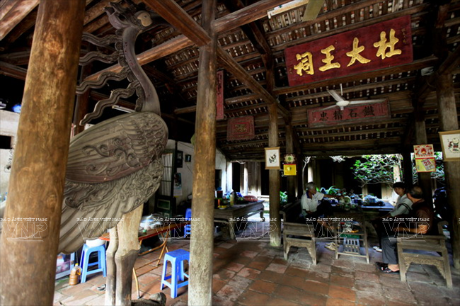 inside an ancient house of Dong Ngac