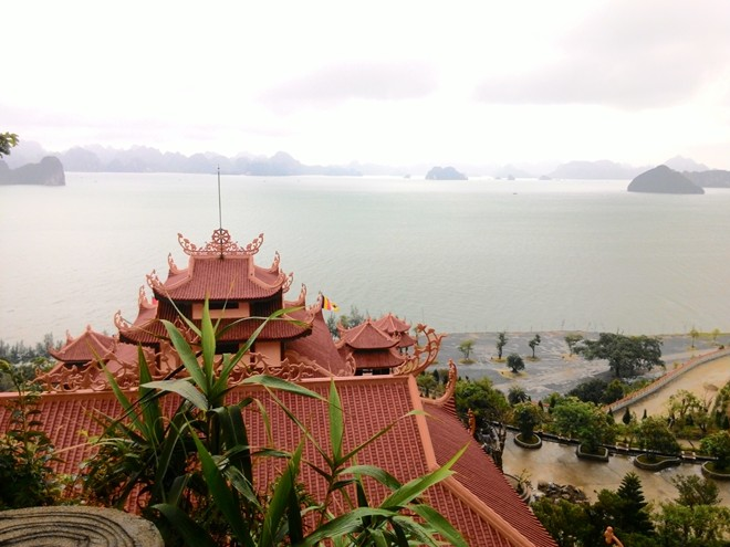 Cai Bau pagoda, Bai Tu Long bay tour