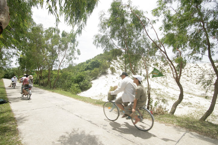 Biking cycling in Quan Lan island