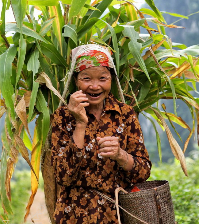 Pu Luong Thai hilltribe friendly woman